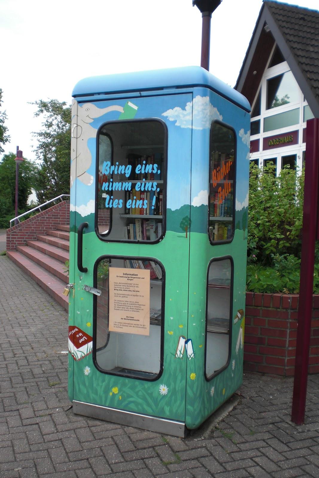 Telefonzelle als Bücherei umfunktioniert