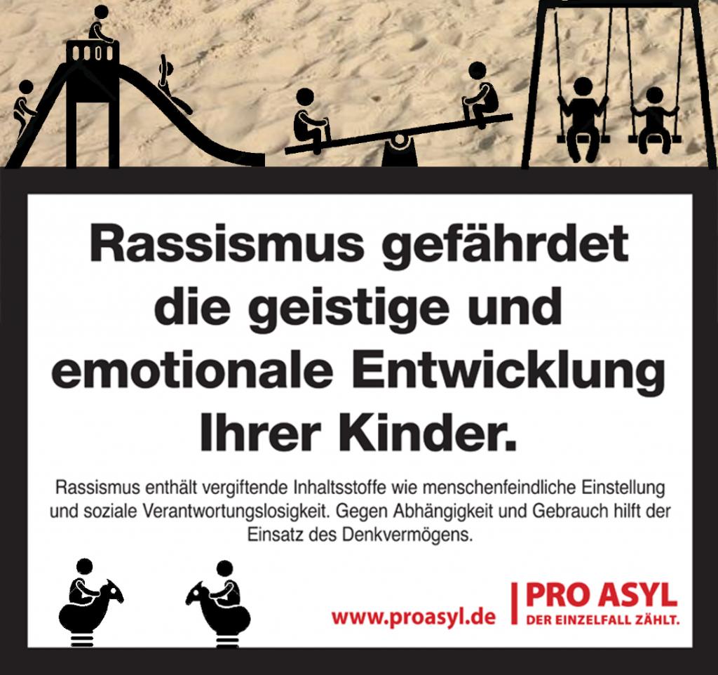 Pro Asyl verteilt Aufkleber, die vor Rassismus warnen auf Spielplätzen