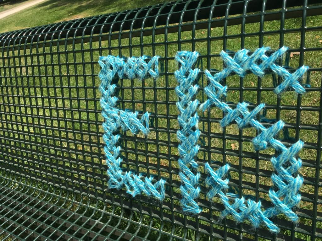 Guerilla Knitting am Kölner Grüngürtel: Eis